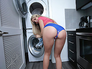 Girls in booty shorts getin fuck